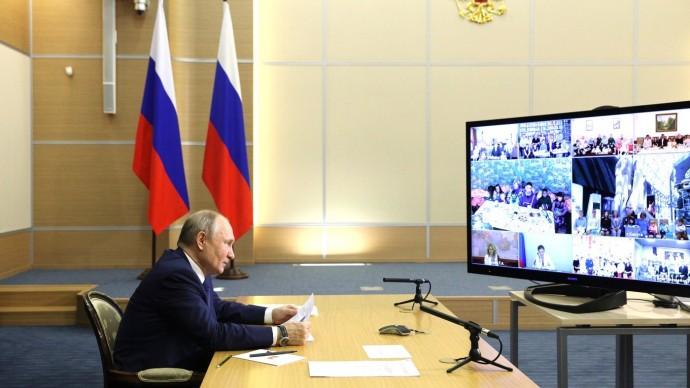 Видео: Встреча Путина ссемьями, награждёнными орденом «Родительская слава» 1 июня 2021 года