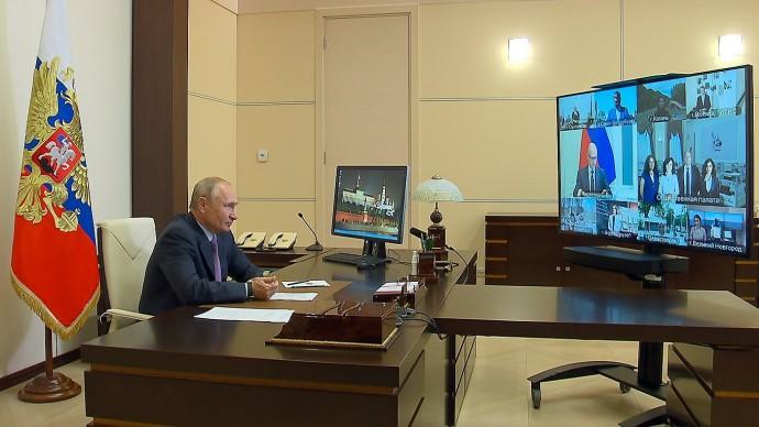 Видео со встречи Путина счленами Общественной палаты 25 июня 2020 года