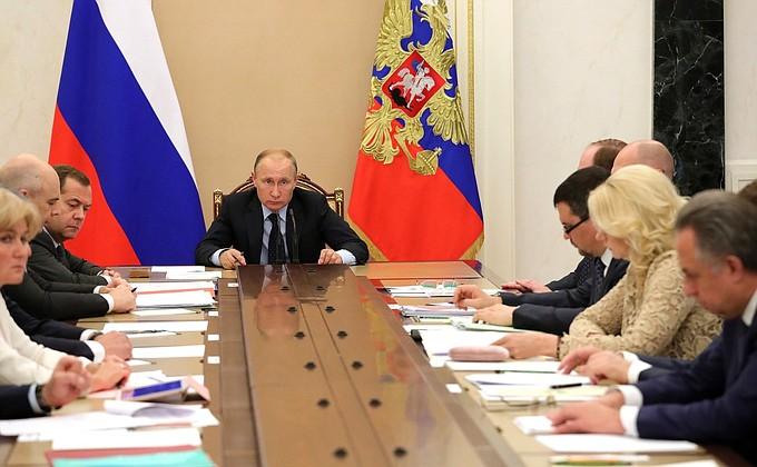 Видео: Владимир Путин на Совещании счленами Правительства