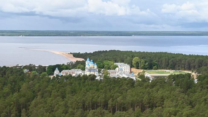 Видео: Владимир Путин в Коневском Рождество-Богородичном мужском монастыре 31 июля 2021 года