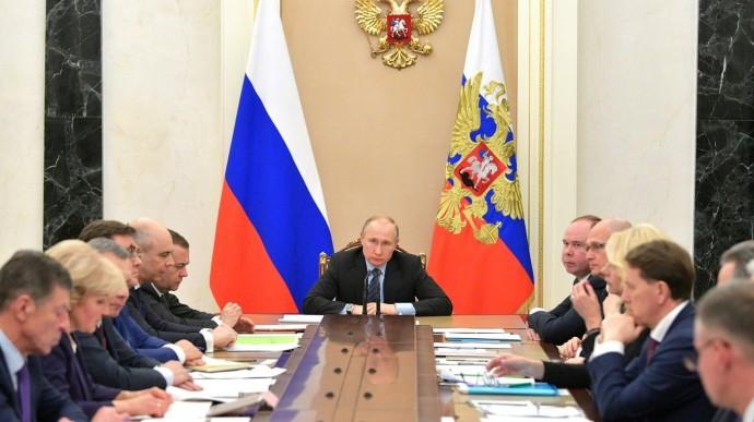 Видео: Путин проводит совещание счленами Правительства