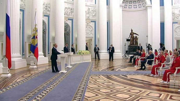 Видео церемонии вручения Путиным государственных наград победителям Олимпиады вТокио 11 сентября 2021 года
