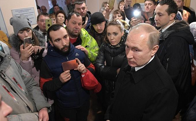 Владимир Путин пообщался с инициативной группой граждан в Кемерове