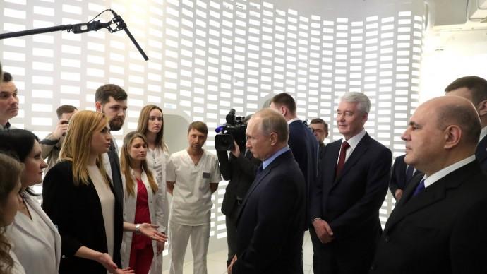 Видео: Путин посетил центр помониторингу ситуации скоронавирусом 17 марта 2020 года