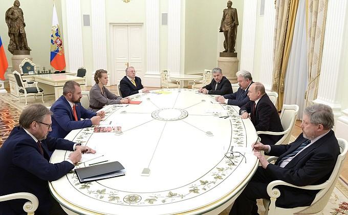 Владимир Путин встретился с другими кандидатами в Президенты