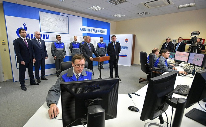 Видео: Путин при вводе вэксплуатацию регазификационного терминала СПГ