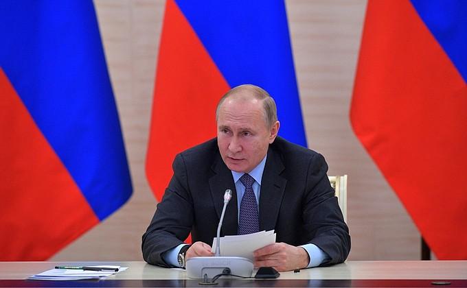 Видео: Путин проводит совещание повопросу создания культурно-образовательных комплексов всубъектах