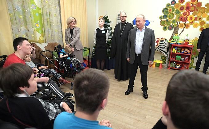 Видео: Путин в детском хосписе вСанкт-Петербурге