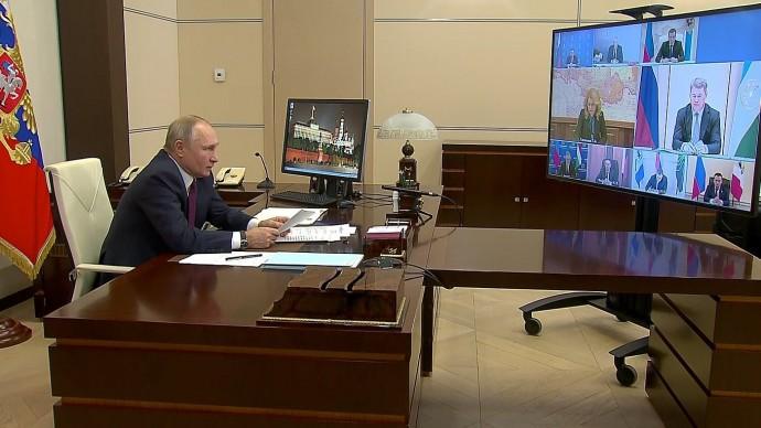 Видео: Владимир Путин на совещании посоциальным вопросам 5 января 2021 года