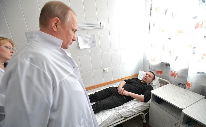 Президент приехал в больницу к пострадавшим при пожаре в Кемерове
