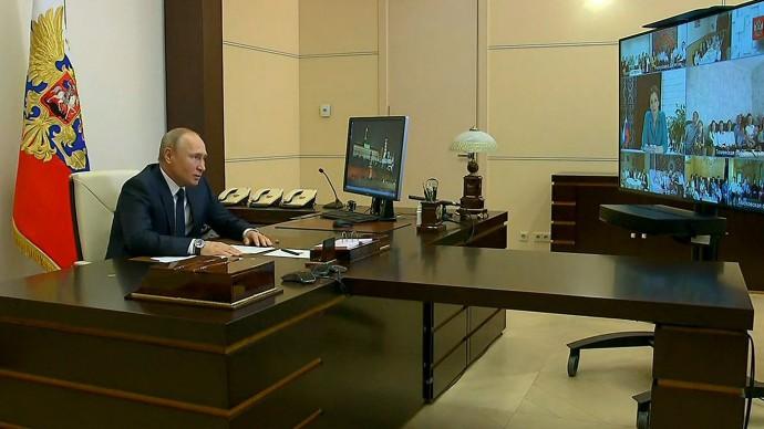 Видео беседы Путина ссемьями, удостоенными орденов «Родительская слава» 1 июня 2020 года