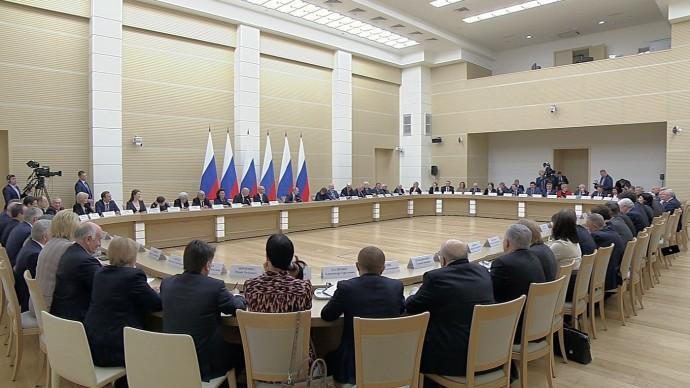 Видео встречи Путина срабочей группой поподготовке предложений овнесении поправок вКонституцию 1