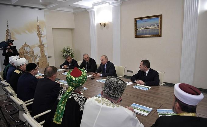Владимир Путин встретился смуфтиями централизованных религиозных организаций мусульман России ирук